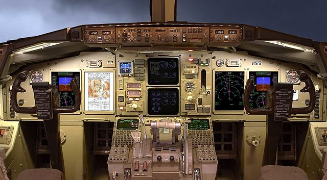 Iceair_glass_cockpit_LCD_display